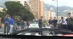 ラ・フェラーリに乗ったらどれだけ注目されるかよく分かる動画