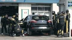 ルノーの面白CM ガソリン入れようとしたら突然F1のピットクルーが現れた!