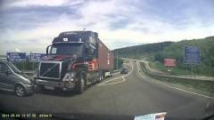 ボルボ トレーラーの神ブレーキ事故回避動画