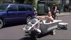 いつでもどこでもお風呂に入れるバスタブカー