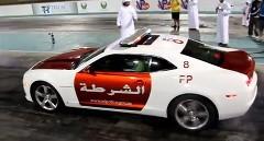 アブダビ警察のGT-Rパトカーとカマロパトカーがドラッグレースしちゃう動画