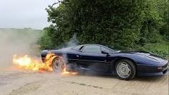 ジャガー XJ220 で炎のバーンアウトをやっちゃう動画