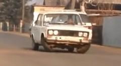 内股で後ろ向きに歩く自動車が現れたwwwっていう動画