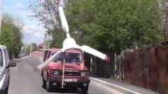 巨大なプロペラをつけて走る三菱パジェロが現れた!