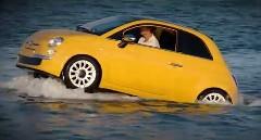 フィアット500が海上を走っちゃう動画