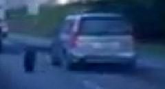 高速道路でタイヤが外れたのに平然と走り去っちゃう動画