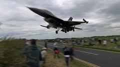 間近で見るF-16戦闘機の着陸が大迫力な動画