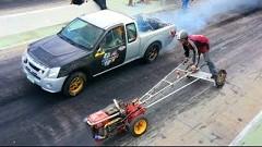 手押しトラクター vs ハイパワーピックアップトラック ドラッグレース動画