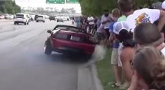 フォード マスタング「俺のバーンアウトを見ろー! 」→クラッシュ