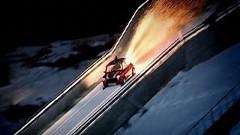 ミニがスキージャンプ台から大ジャンプしちゃう動画