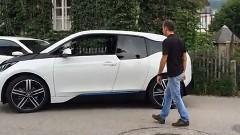 BMW i3 を無人で自動駐車させてみた動画