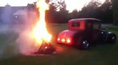 ライターを使わなくてもキャンプファイヤーに火をつける方法がわかる動画