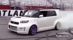 FR化したトヨタ カローラルミオン でドーナツターンしちゃう動画