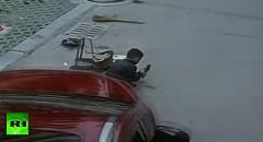 車にひかれた少年が奇跡的になんともなかった超ラッキー事故動画