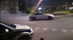 BMW M3 がラウンドアバウトでドリフトしちゃう動画