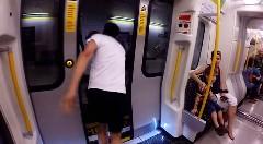 地下鉄 vs 人間 ひと駅分走って地下鉄に追いつけるかチャレンジしてみた動画