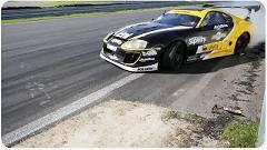 トヨタ スープラのド迫力ハイスピード壁際ドリフト動画