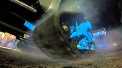 ケン・ブロックが4輪クローラーのピックアップトラックをバーンアウトさせちゃう動画