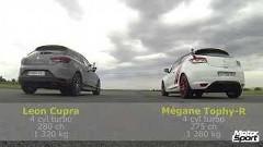 ルノー メガーヌ RS トロフィーR vs セアト レオン Cupra Sub8 ドラッグレース動画