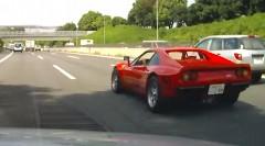 フェラーリ 288GTO のホイールが走行中に外れちゃう動画