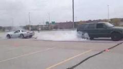シボレー コルベット Z06 vs SUV 綱引き対決動画