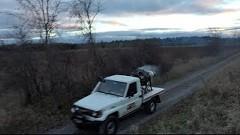 トヨタ ランドクルーザーにジェットエンジンを搭載してみた動画