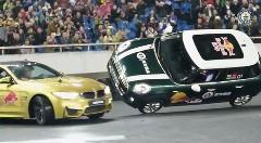 片輪走行するミニの周りをM4がドリフトで周回しちゃうギネス世界記録動画