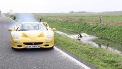 フェラーリ F50でウェイクボードを引っ張っちゃうよ!相変わらず貴重なスーパーカーで無茶しちゃう動画