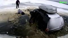 氷が割れてるけど行けるかな?→失敗→ジープが湖の底に沈んでいくトホホ動画