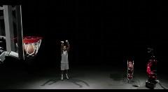 NBA マルコ・ベリネッリ vs 産業用ロボット スリーポイントシュートで対決しちゃう動画