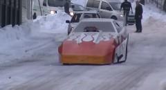 ドラッグカーが雪の上を走っちゃう動画