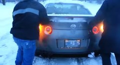 GT-Rは四駆だから雪でもなんとかなるでしょ → 立ち往生