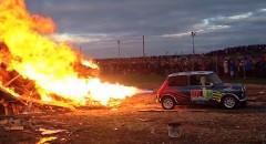 ジェットエンジンを搭載したミニがヨガフレイムしちゃう動画