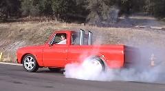 ジェットエンジンを積んじゃったピックアップトラックのバーンアウト動画
