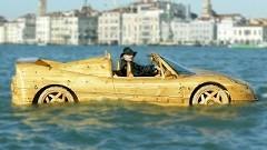 これは乗ってみたい!手作り木製フェラーリ F50ボートで行く水の都ヴェネツィア