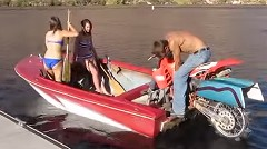 あんちゃん「ボートのエンジンをバイクにしたからよ」