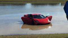 2000馬力超のランボルギーニ ガヤルドが湖にダイブしちゃう動画