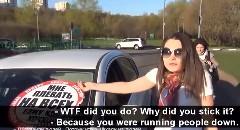 歩道に車で入ってくる奴 vs ロシアの若者 ガチンコ対決動画