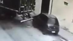 トラックでさりげなく車を盗む方法