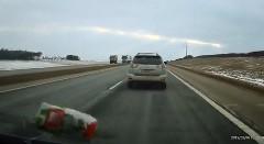 これはムカつく!窓からゴミを放り投げる最低ドライバー