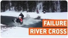 スノーモービルで川を渡ろうとして失敗しちゃうトホホ動画