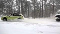トラック vs スバル 雪道のお助けマンと言えばやっぱスバルでしょ!っていうスバル公式CM