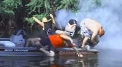 ボートのエンジンがうまくかからないから虫除けスプレーを吹いてみた→爆発