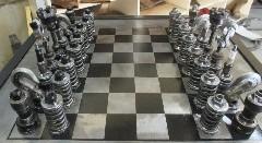 エンジンパーツで作ったチェスの駒がカッコイイ!