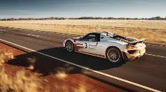 ポルシェ 918 スパイダーが速度無制限道路で350km/h出しちゃう動画