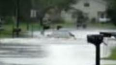 冠水道路を物ともしないホンダ NSX