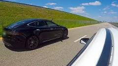 アウチ!500馬力 三菱 ランエボ vs 691馬力 テスラ モデルS P85D 加速対決動画