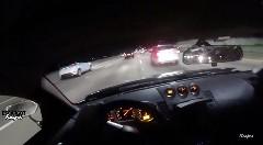 日産 350Z が交通量の多い高速道路を爆走しちゃう動画