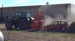 除雪車 vs 乗用車 食うか食われるか弱肉強食動画