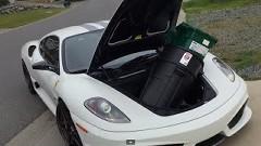 フェラーリでも大きな荷物を運ぶ事が出来るんだぜ!っていう動画